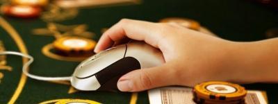 PC Mouse mit Jetons und Karten